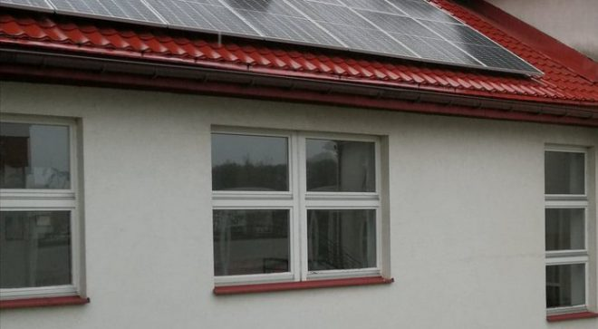Panele fotowoltaiczne na budynku PSP nr 2