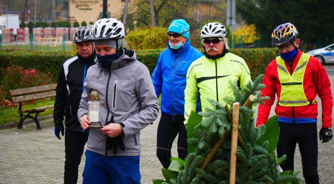 Szydłowieccy rowerzyści odwiedzili miejsca pamięci