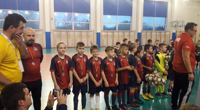 Młodzi piłkarze z Mirowa na podium radomskiego turnieju