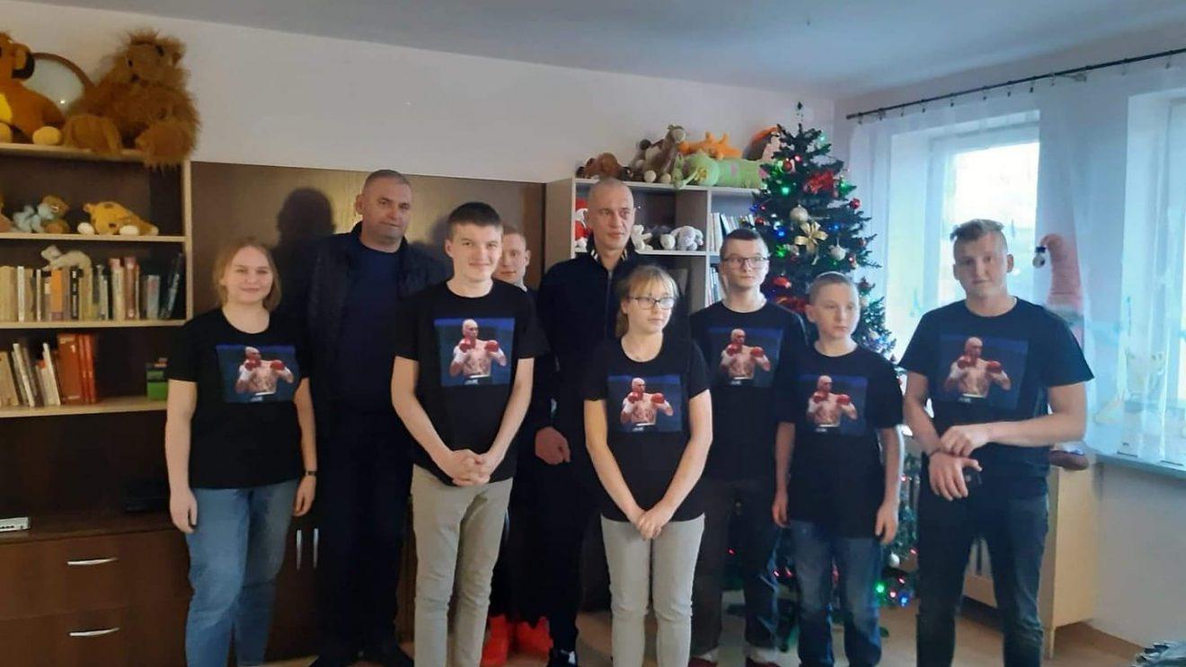 Bokser Michał Cieślak odwiedził młodzież z naszego powiatu