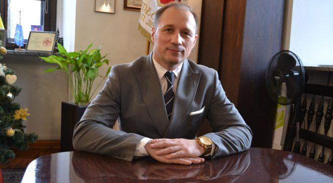 Burmistrz komentuje uzbrojenie dzielnicy przemysłowej