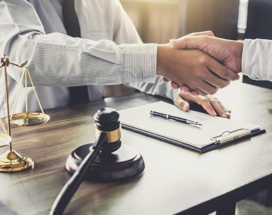 Jak przygotować się na pierwsze spotkanie z adwokatem?