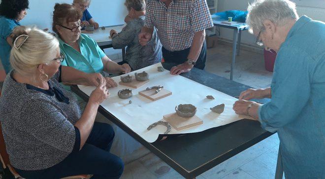 Seniorzy z Orońska poznali sztukę ceramiki