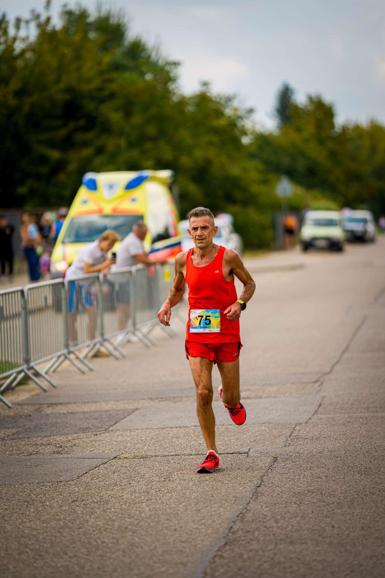 Bardzo dobry półmaraton Tomasza Ormana w Tarczynie