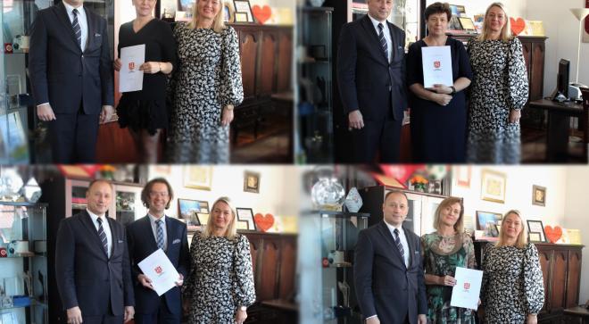 Burmistrz nagrodził dyrektorów