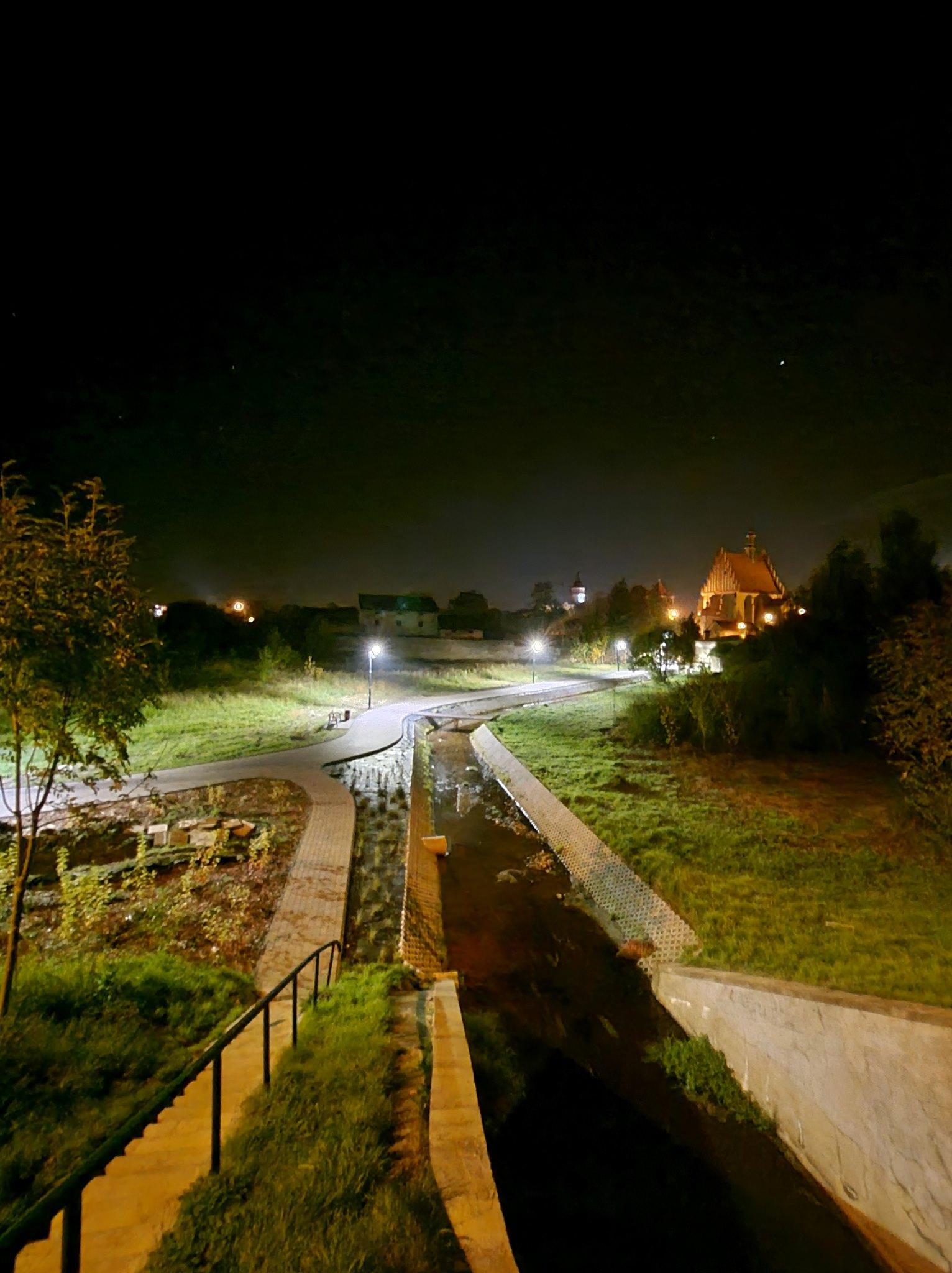 Odbiór oświetlenia na deptaku