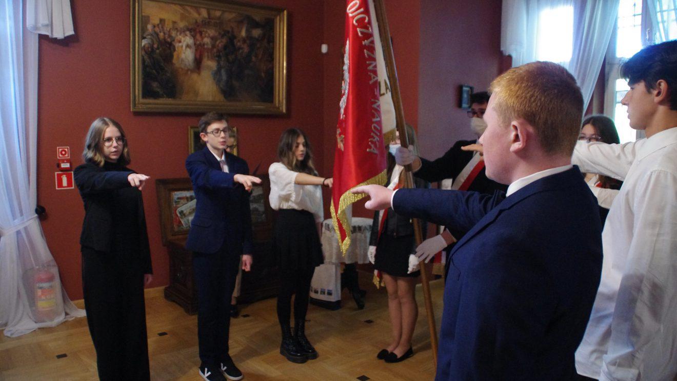 """Uczniowie """"Sienkiewicza"""" złożyli ślubowanie"""