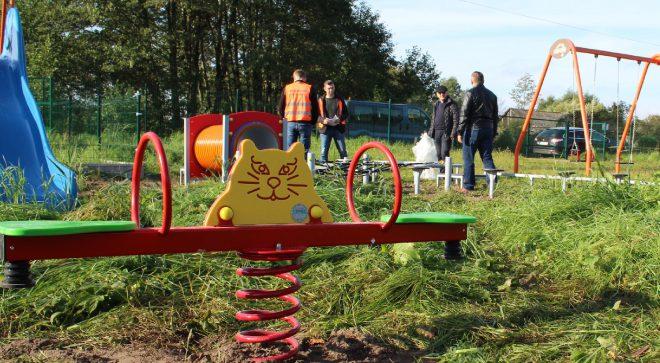 Nowe urządzenia na placu zabaw w Wilczej Woli