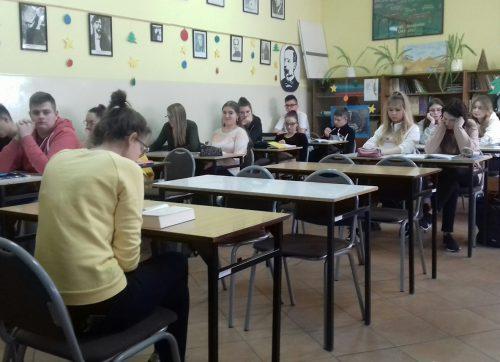 """Głośne czytanie, oczami polonistek z """"Sienkiewicza"""""""