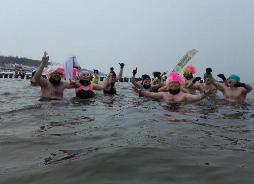 """""""Ekipa Lodowcowa"""" wykąpała się w lodowatym Bałtyku"""