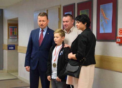 10-letni Olek Jastrzębski nagrodzony przez ministra Mariusza Błaszczaka